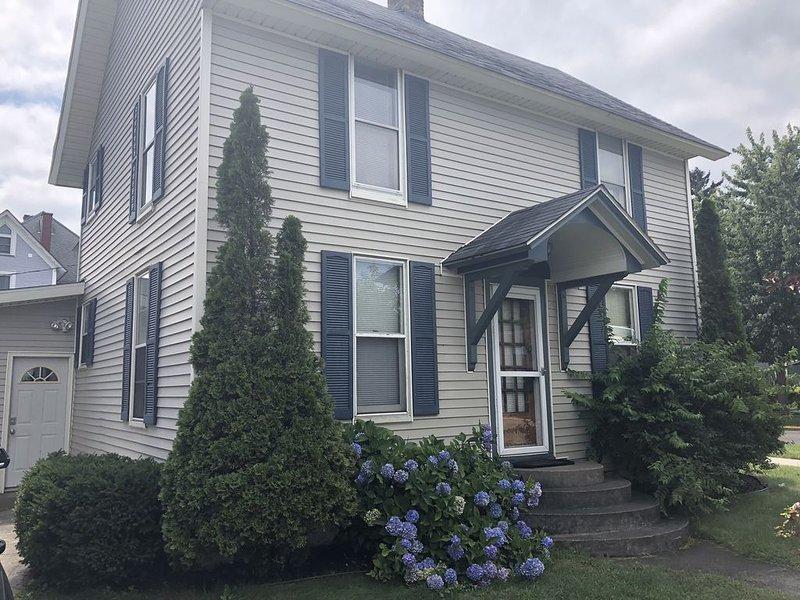 Herrington Beach House. Prime Location! Book June rentals by 3/31 & save $200!, location de vacances à South Haven