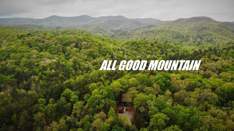 �Rare Mountaintop retreat- 20ac PLUS trout �stream�9mi to Blue Ridge, holiday rental in Gilmer County