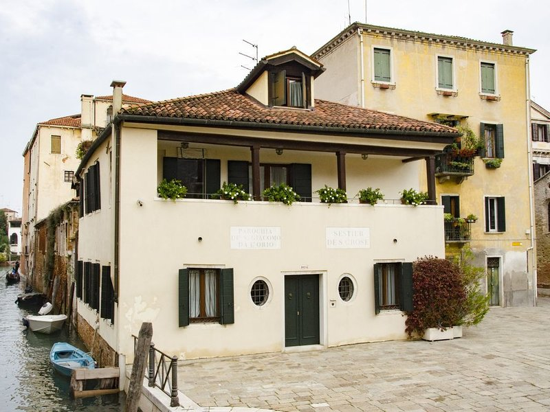 Casa Cafiero - Gorgeous retreat in quiet square, walking distance to the center, alquiler vacacional en City of Venice