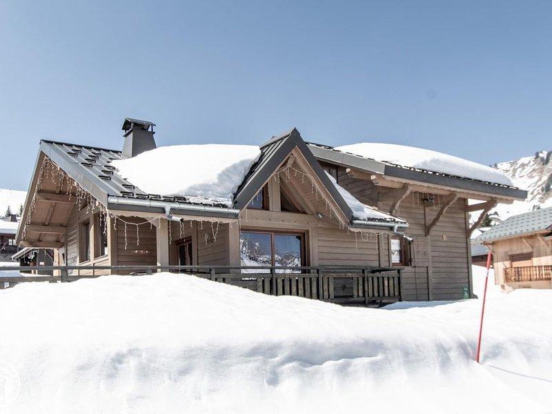 Chalet de luxe au milieu des pistes de ski, casa vacanza a Onnion