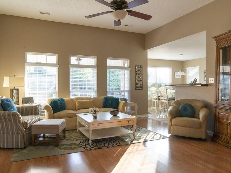 Comfortable - High End Furnishings - 7 Miles From Research Park, holiday rental in New Market