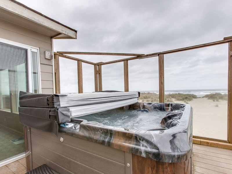 Dog-friendly, beachfront home w/ great views, shared pool & private hot tub!, vacation rental in Waldport