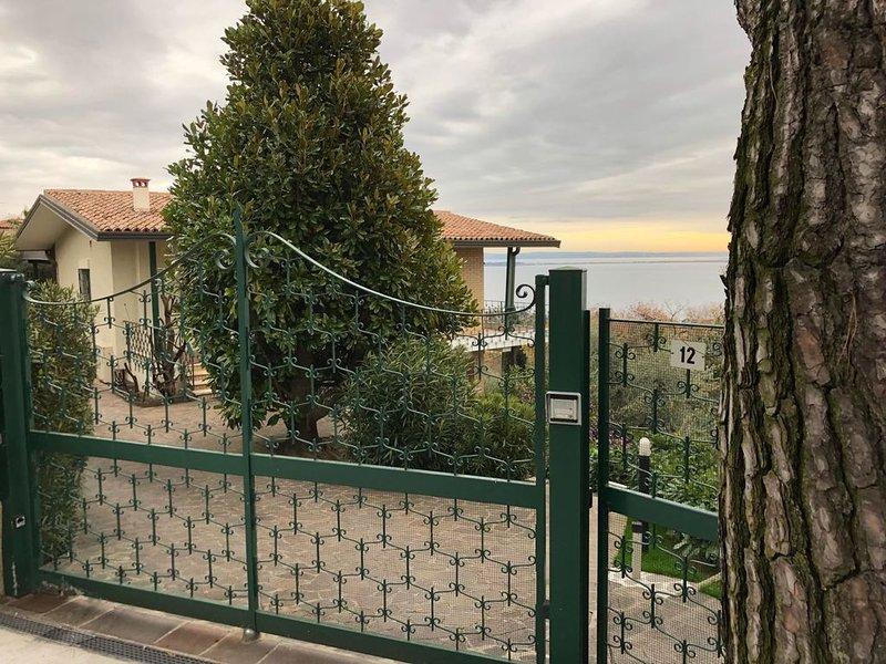 GARDA LAKE LANDSCAPE - Appartamento in Villa con Giardino e Piscina Privata, location de vacances à Ponte San Marco