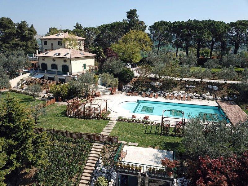La Limonaia-Villa Intera con piscina, holiday rental in Monte Porzio