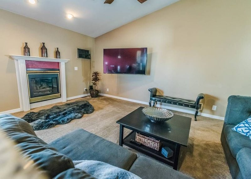 This house is a 5 bedroom(s), 3.5 bathrooms, located in Denver, CO., holiday rental in Edgewater