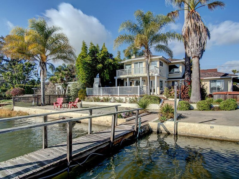 4 BR Waterfront Home, Private Beach, alquiler vacacional en Novato