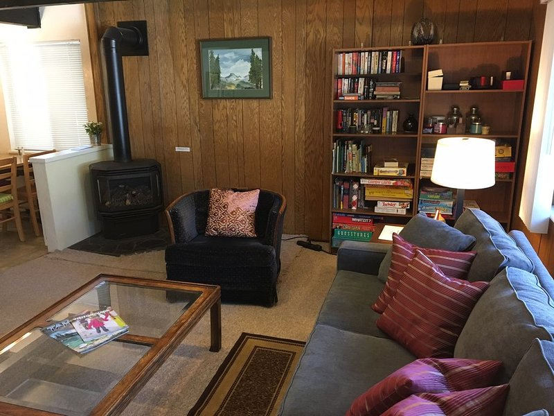 Classic Carnelian Bay Log Cabin in Lake Tahoe, alquiler de vacaciones en Carnelian Bay