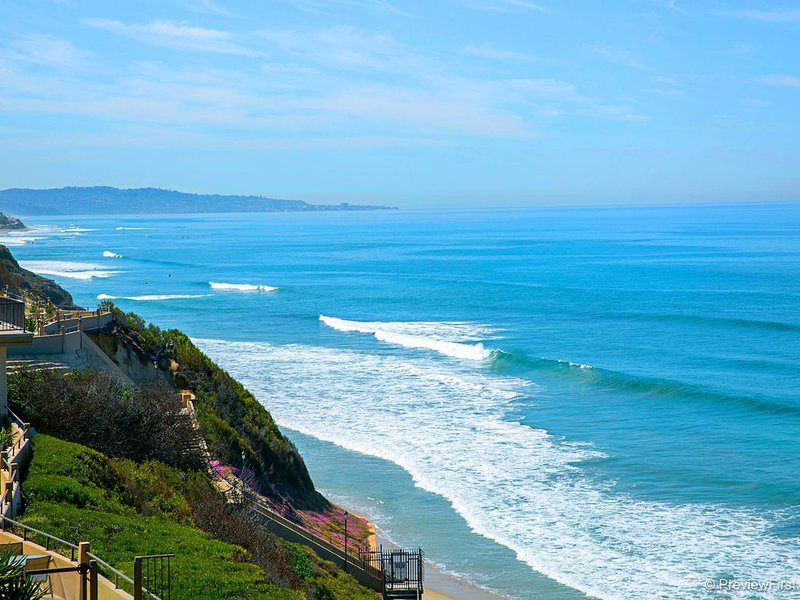 Panoramic ocean views all the way to La Jolla!, vacation rental in Solana Beach