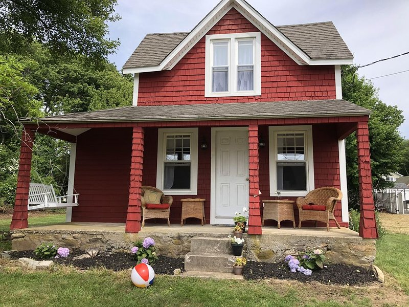 The Little Red Cottage at Pleasure Beach, aluguéis de temporada em Connecticut