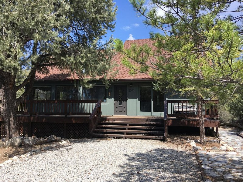 Starry nights, endless skies, mountain views! Cozy cabin in the woods., vacation rental in Frazier Park