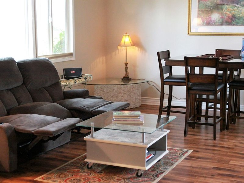 Minutes to All Things San Diego! Spacious 2 bedroom 1 bath entire unit in duplex, holiday rental in El Cajon