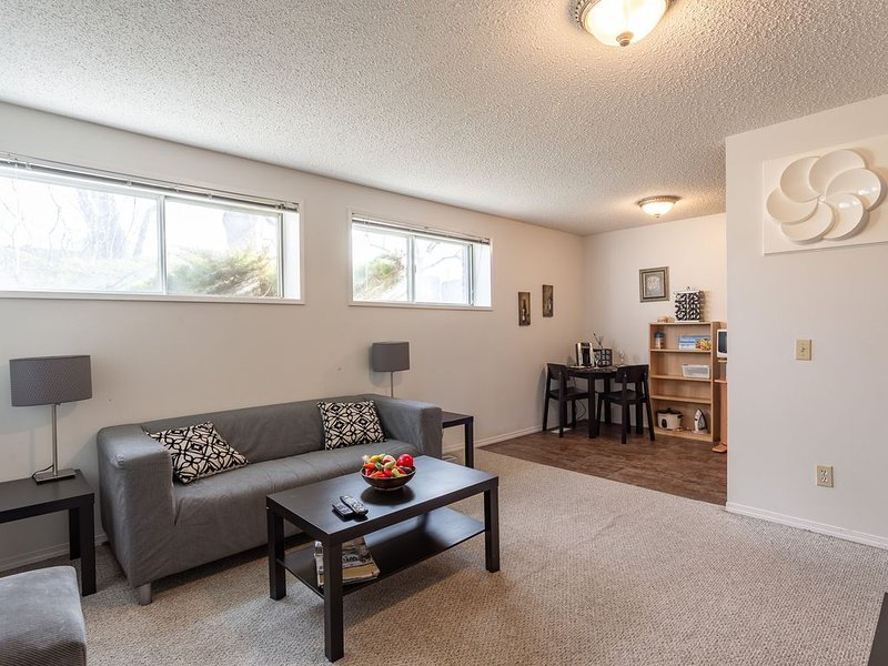 Super Convenient Cozy Suite - Close to Downtown!, vacation rental in Calgary