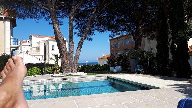 Appartement dans villa avec piscine et jardin près zone pietonne à ST-MAXIME, holiday rental in Sainte-Maxime