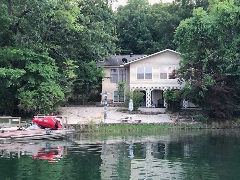 LAKE SEQUOYAH LAKEFRONT RENTAL!, vacation rental in Cherokee Village