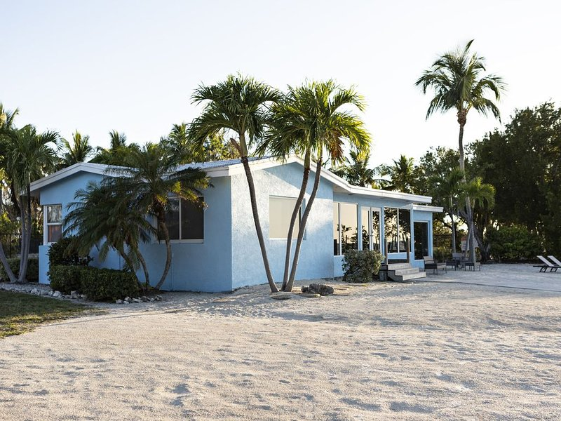 Private Bayside Waterfront Home 4 acres, Private Beach, Deep Water Boat Dock, vacation rental in Long Key