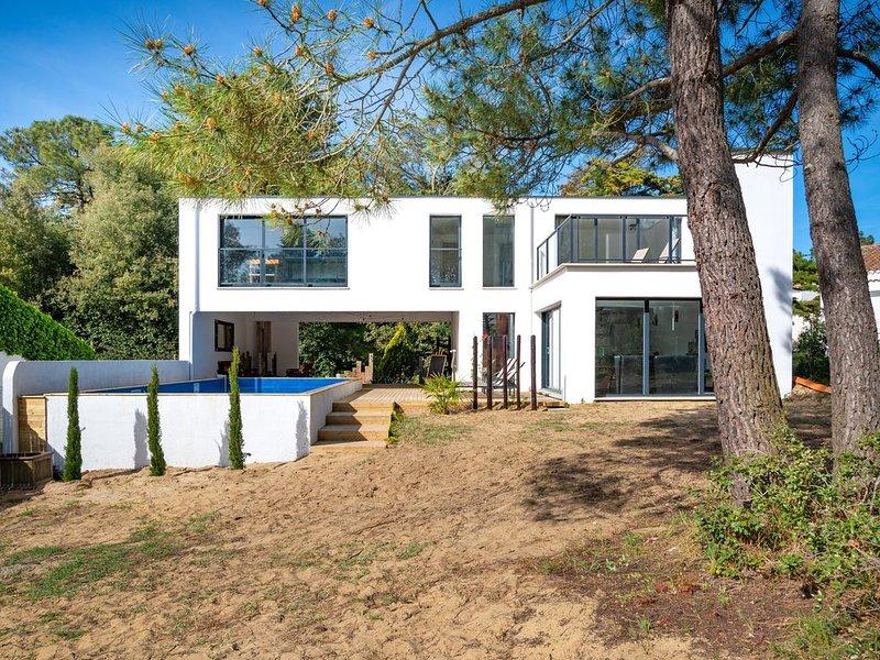 maison d'architecte avec piscine chauffée, à 250m de plage, face à la forêt, vacation rental in La Tranche sur Mer