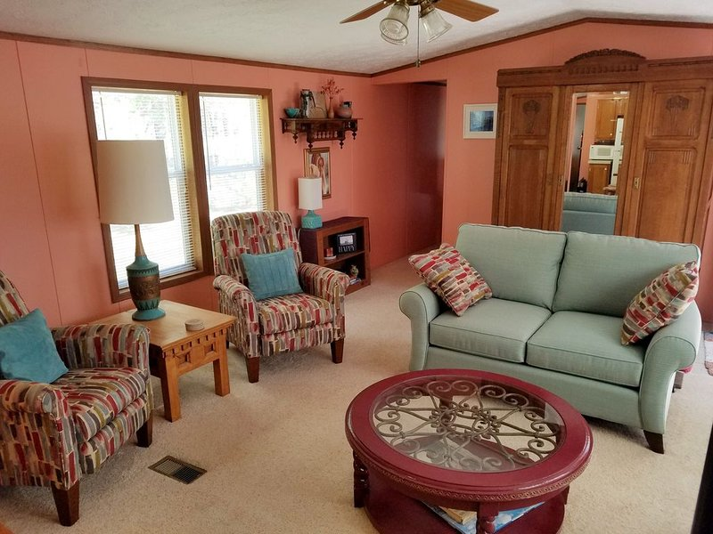Close to Sleeping Bear Dunes - SAT-SAT (3-day min. off seas.) NO LINENS PROVIDED, holiday rental in Maple City