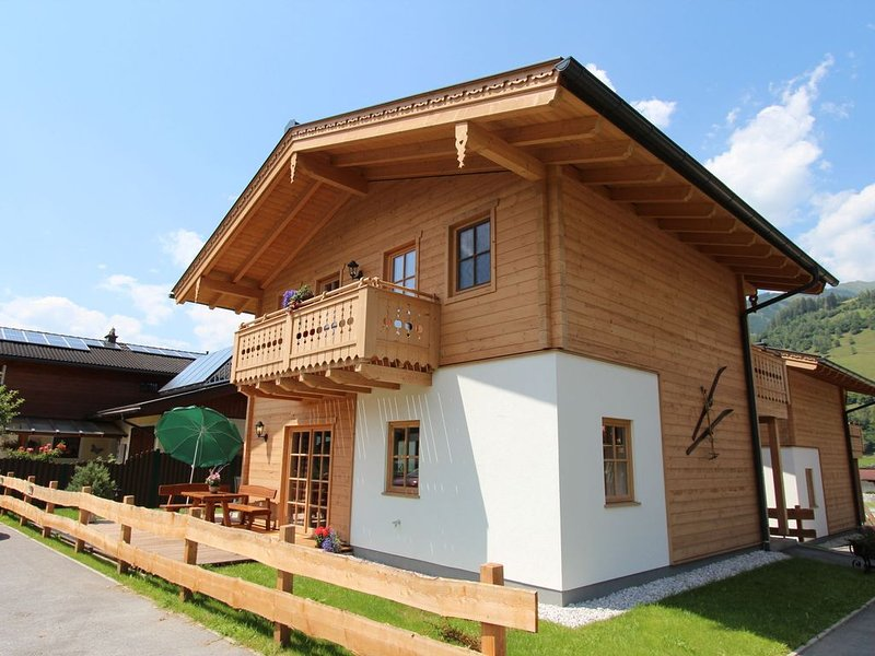 Charming Chalet near Hohe Tauern National Park, close to Zell am See, holiday rental in Enzingerboden