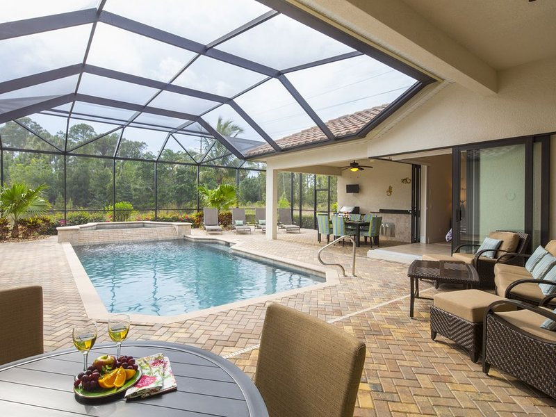 Naples Paradise, Briarwood 4 bedroom Lakefront Home, holiday rental in Naples