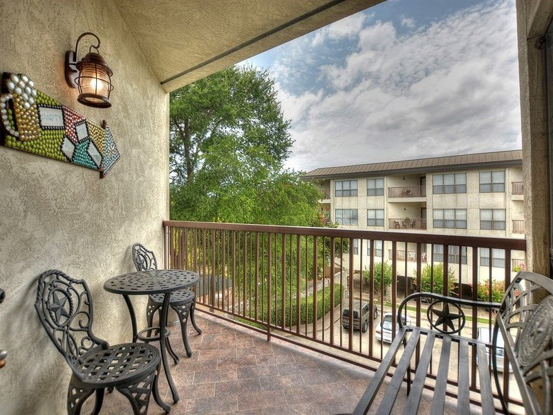 Private Balcony - Spend some time in the shaded comfort of the private patio!