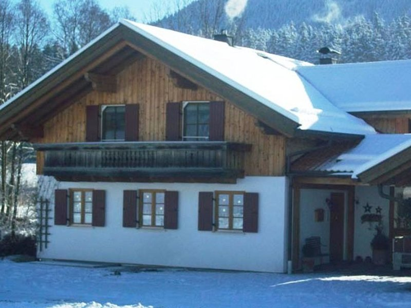Beautiful property with views of the mountains and forest., holiday rental in Upper Bavaria