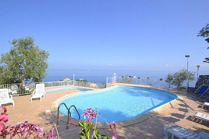 Casa Milli A, rimborso completo con voucher*: Un gradevole appartamento situato, vacation rental in Marina di Puolo