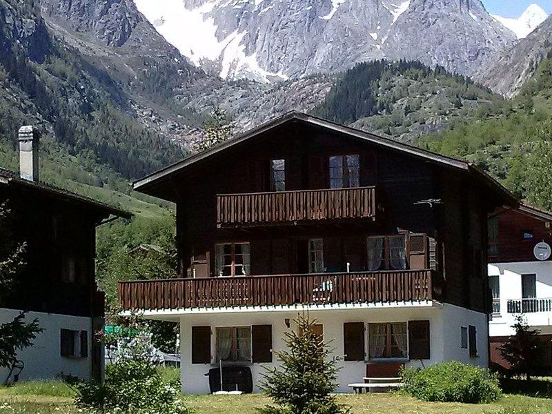 Elegant Apartment in Fieschertal near Forest, vacation rental in Fieschertal