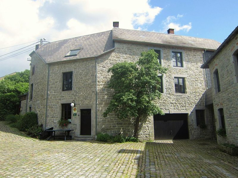 Lovely Holiday Home in Treignes with Garden, vacation rental in Vireux-Wallerand