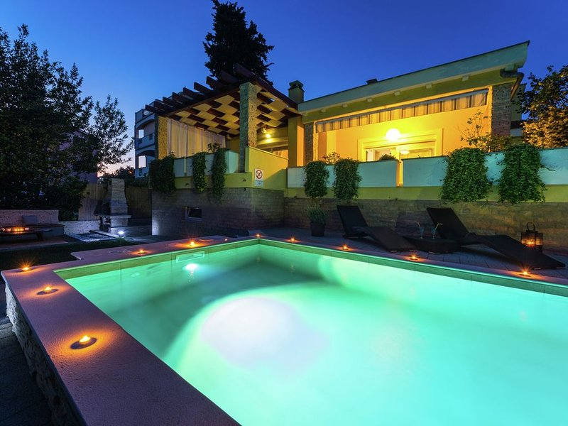 Exquisite Villa with Private Pool in Zadar, holiday rental in Zadar