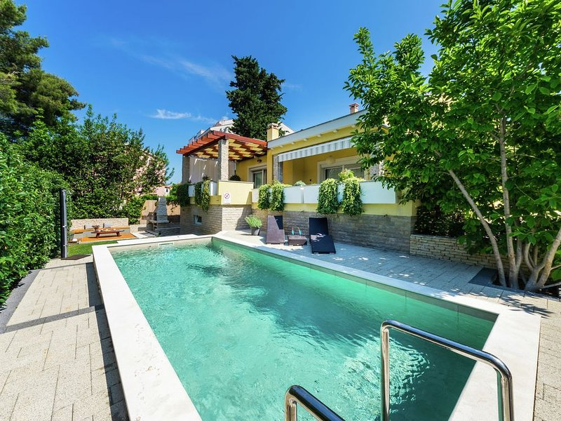 Exquisite Villa with Private Pool in Zadar, vacation rental in Zadar