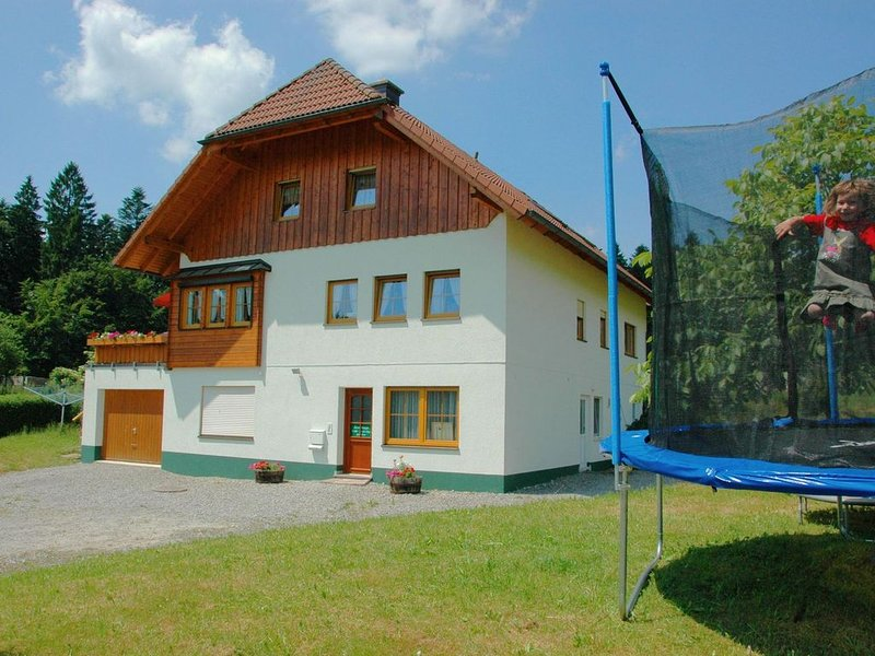 A holiday home for five people in a traditional farmhouse., holiday rental in Moetzingen