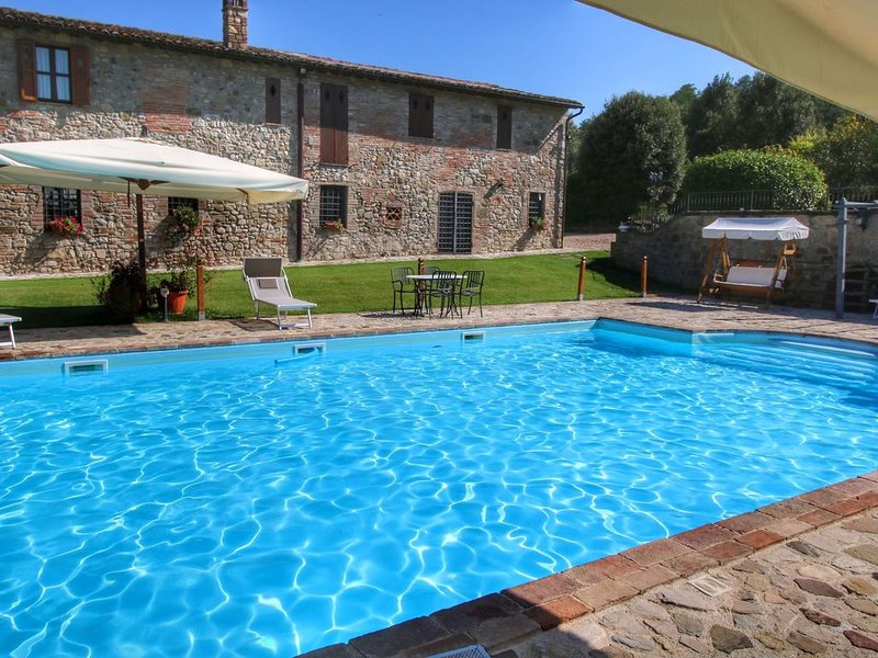 Robust old farmhouse for 4 persons amidst the Umbrian hills, location de vacances à Doglio