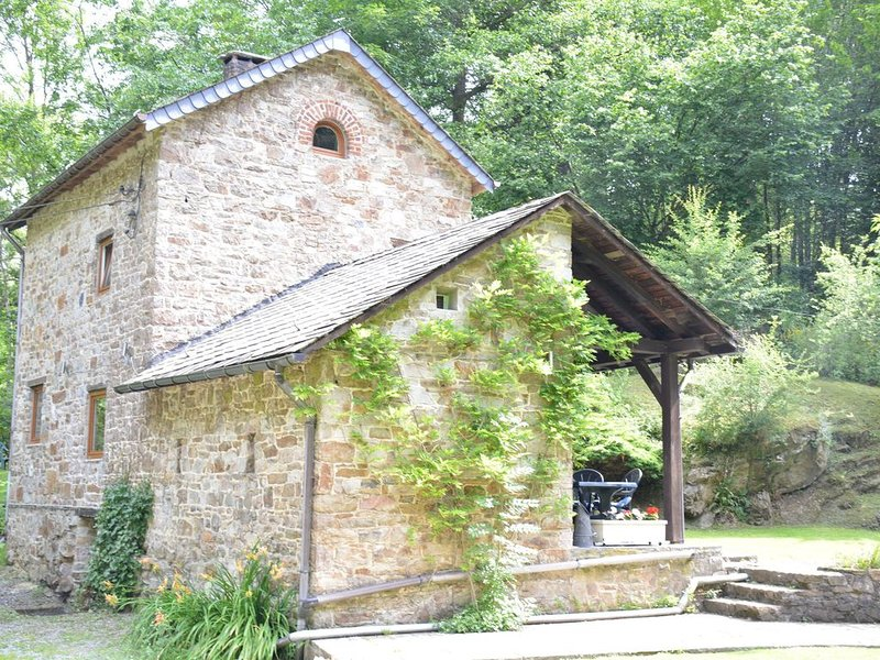 Cottage in the countryside, in the middle of the Ardennes forest,romantic garden, location de vacances à Villers-Sainte-Gertrude