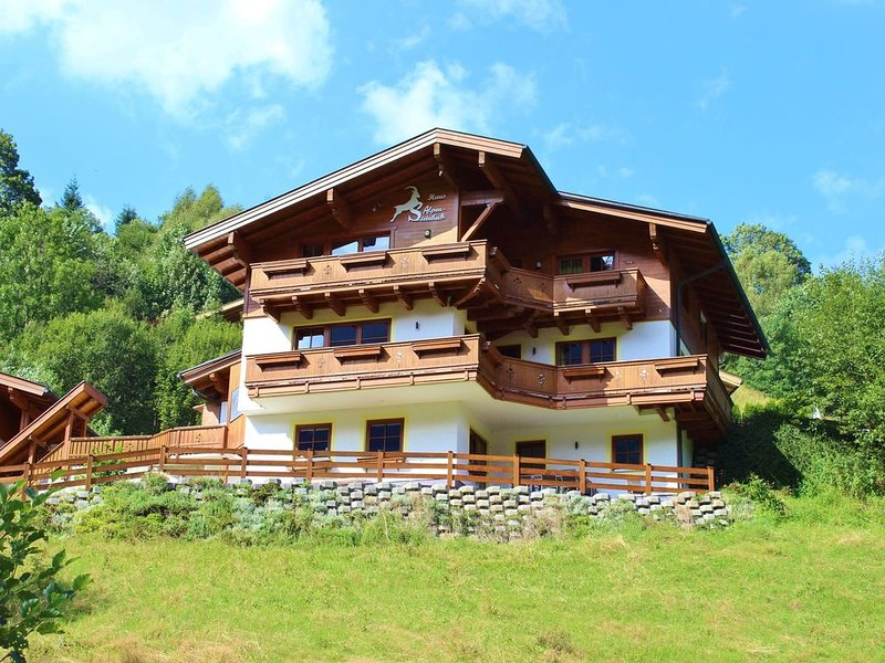 Luxuriously decorated apartment with a stunning view, aluguéis de temporada em Saalbach-Hinterglemm