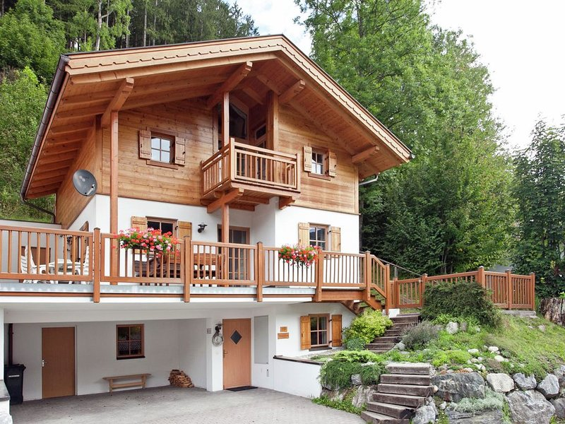 New, luxurious, detached chalet with sauna, aluguéis de temporada em Wald im Pinzgau