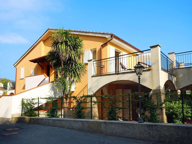 Charming Holiday Home in San Bartolomeo al Mare with Pool, vacation rental in Diano Marina