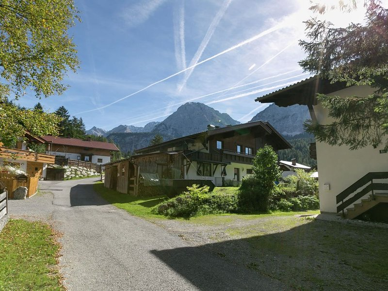 Charming Apartment in Ehrwald with Roofed Terrace, holiday rental in Lermoos