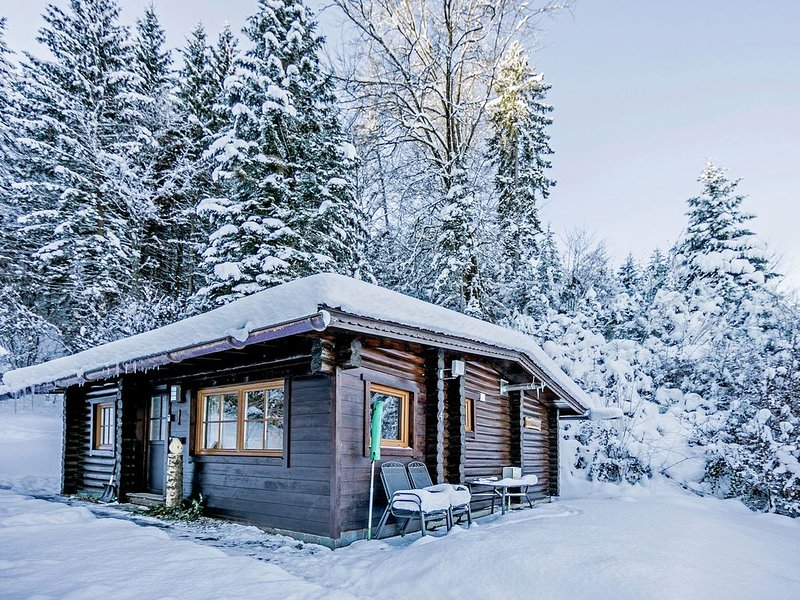 A detached chalet in the woods with plenty of privacy, vacation rental in Bad Häring