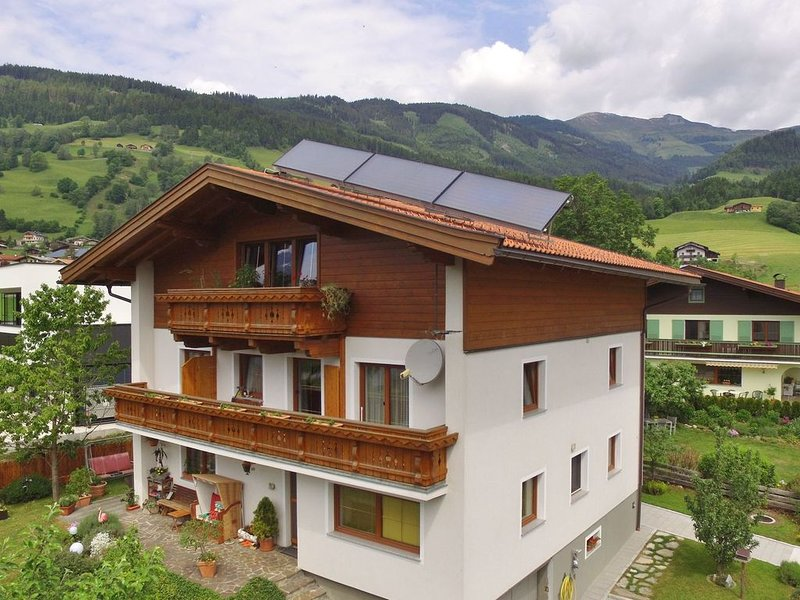 Nice holidayhome with stunning views of the Hohe Tauern, vacation rental in Mittersill