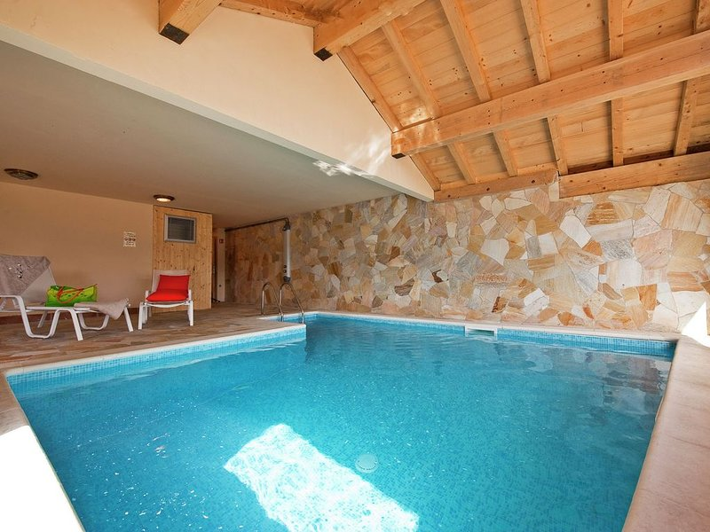 Cozy apartment with a fireplace in a child-friendly village, alquiler de vacaciones en La Rosiere