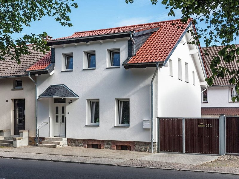 Home with lots of light and a great view, quiet location by the town centre, Ferienwohnung in Sachsen-Anhalt