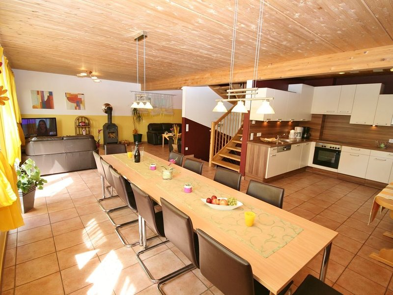 Sunny located cottage near the centre of Kaprun., casa vacanza a Piesendorf