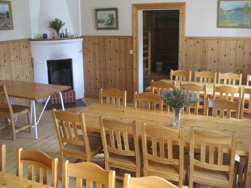 Beautiful group farmhouse with many facilities in the middle of nature, location de vacances à Sysslebäck