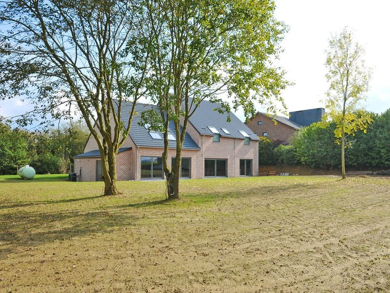 Cozy Holiday Home in Somme-Leuze with Private Pool and Sauna, vacation rental in Clavier