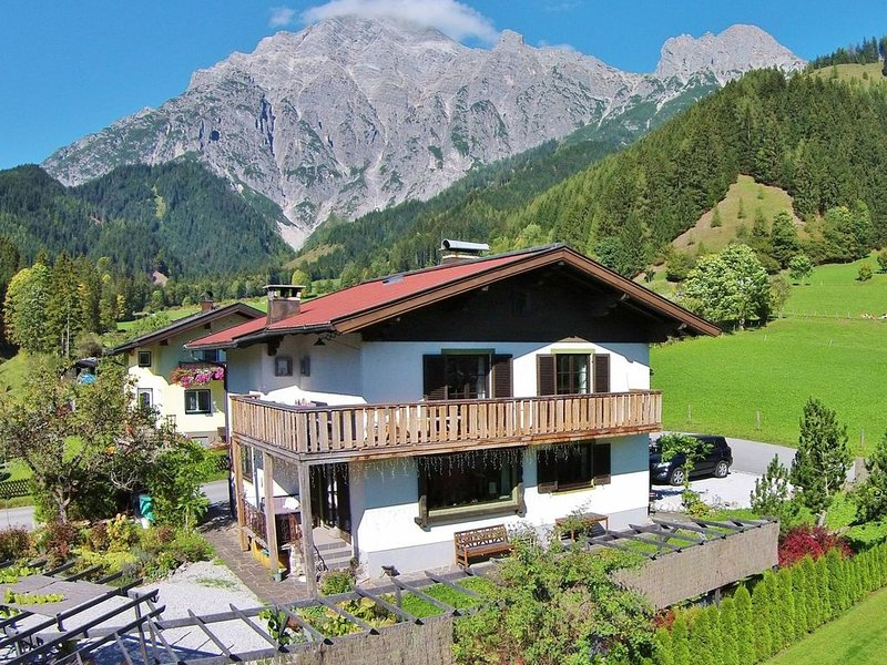 Spacious Chalet in Leogang near Ski Area, holiday rental in Sankt Martin bei Lofer