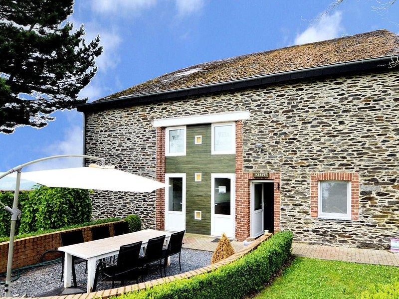Garden-view Holiday Home in La Roche-en-Ardenne, holiday rental in Bertogne
