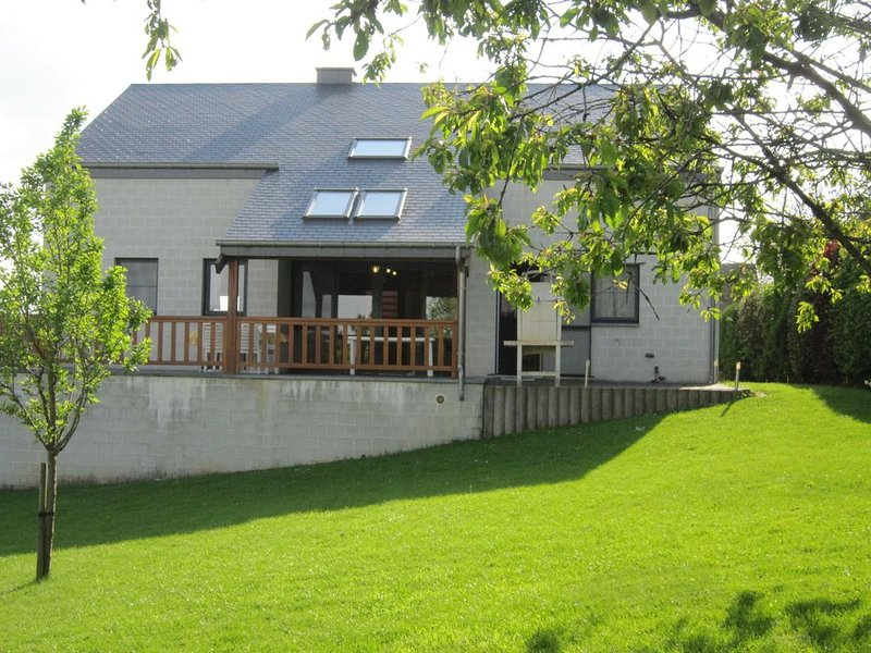 Contemporary Holiday Home in Houffalize with Private Garden, alquiler vacacional en Achouffe