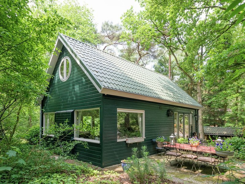 Tranquil Holiday Home in Dalfsen with Fenced Garden, vacation rental in Overijssel Province