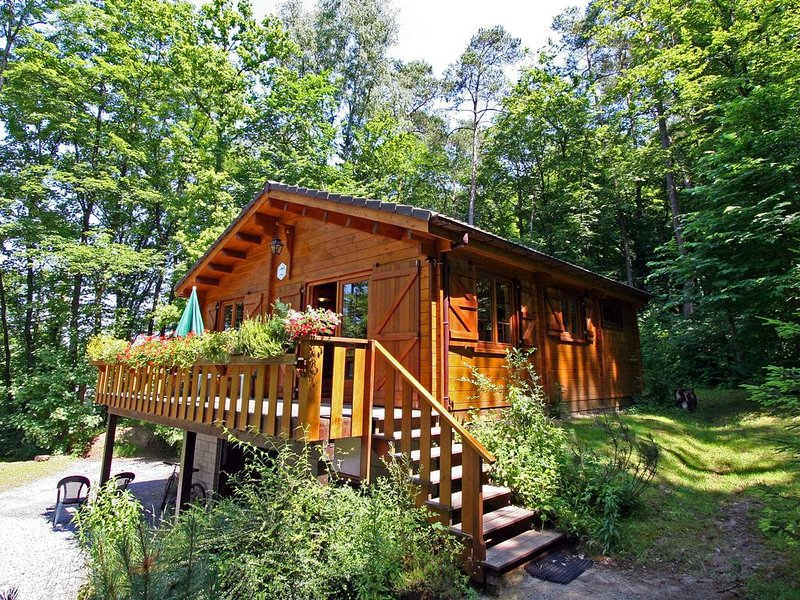 Spectacular Chalet in Bomal with Garden and Barbecue, holiday rental in Heyd