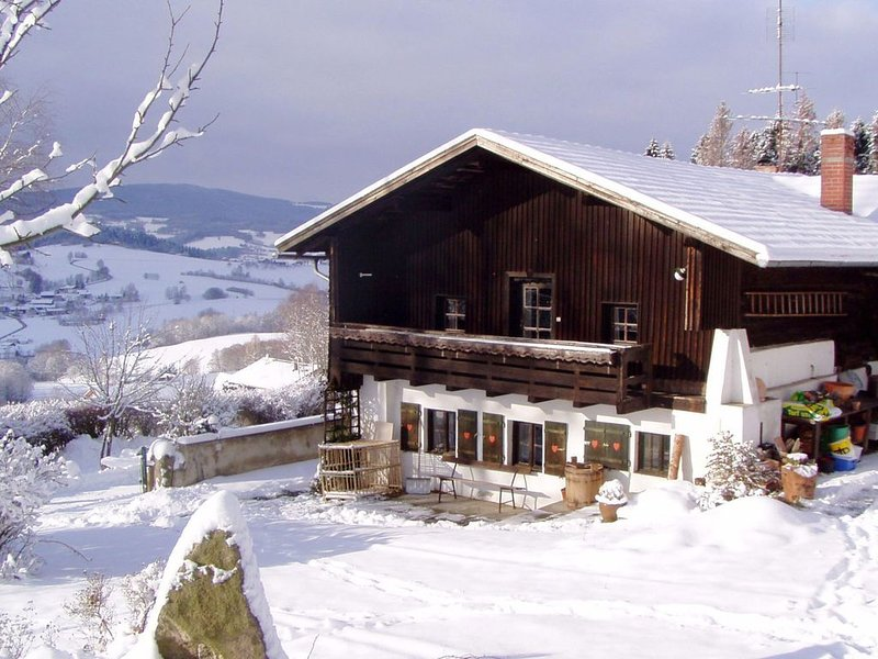 Cosy holiday home with garden and terrace amidst the Bavarian Forest, casa vacanza a Teisnach